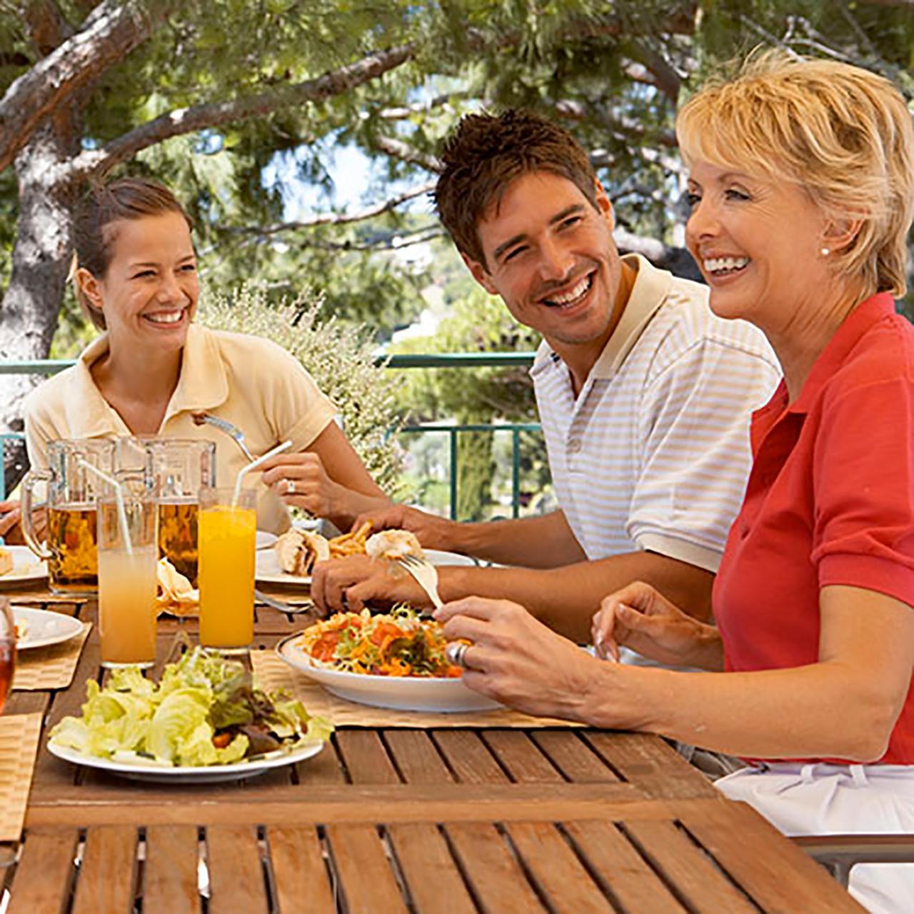 ทานข้าว สังสรรค์กับพ่อแม่ของคุณบ้าง ...