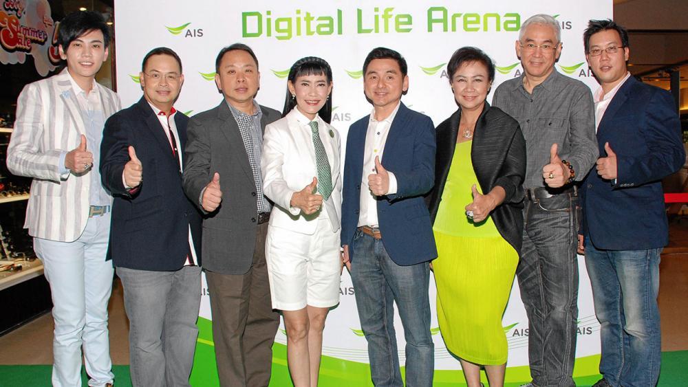"""เจ๋งที่สุด วิลาสินี พุทธิการันต์ เปิดตัว """"AIS Digital Life Arena"""" มิติใหม่เทคโนโลยีดิจิตอล เข้ามาบริการในทุกฟังก์ชันอย่างสมบูรณ์แบบ โดยมี สมชัย เลิศสุทธิวงศ์, ชาลอต โทณวณิก, ดร.ณัฐกิตติ์ ตั้งพูลสินธนา และ ดร.ธรรม์ จิราธิวัฒน์ มาร่วมงานด้วย ที่เซ็นทรัลพลาซา ลาดพร้าว วันก่อน."""