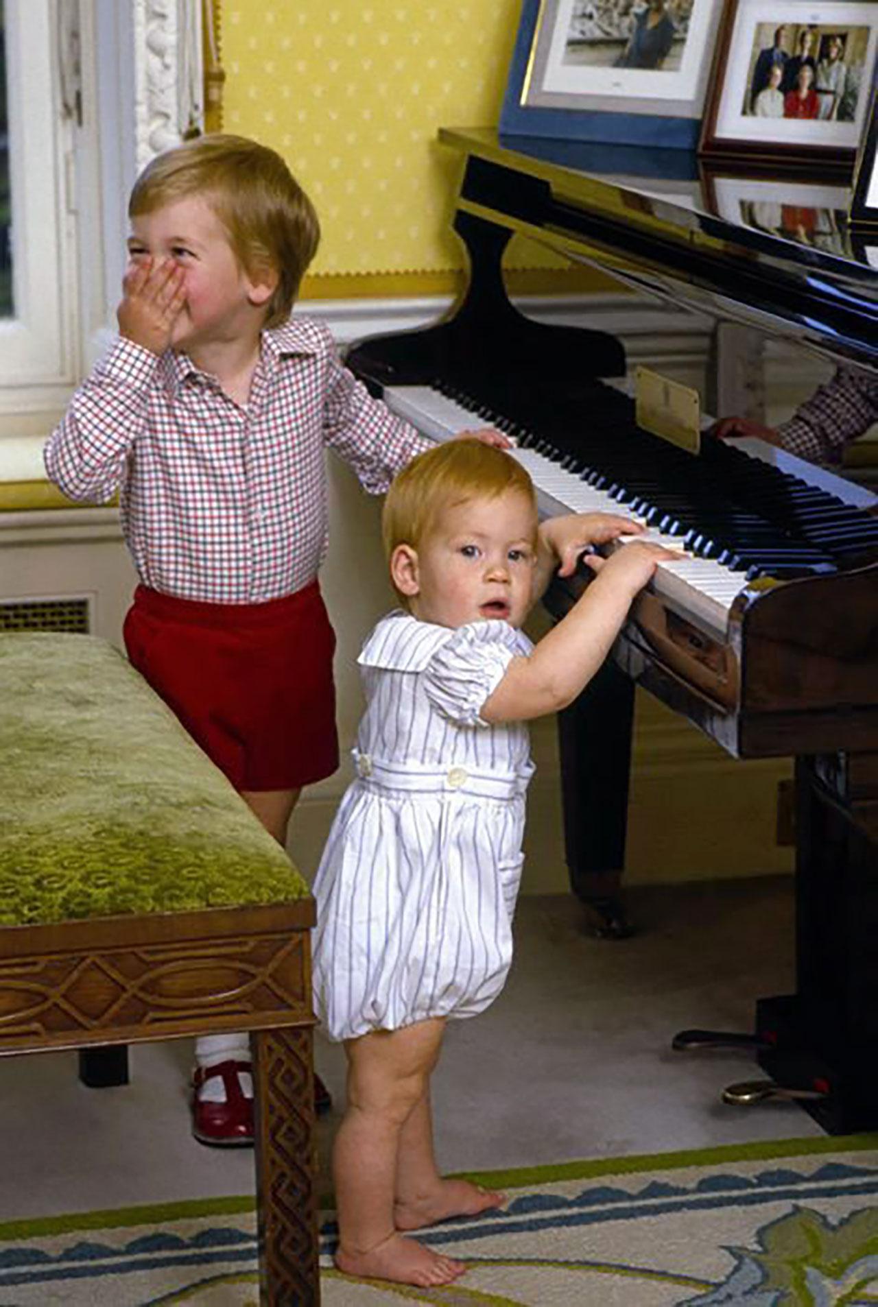 วัยเด็กของพี่น้องคู่ซี้ เจ้าชายวิลเลี่ยม กับเจ้าชายแฮรี่