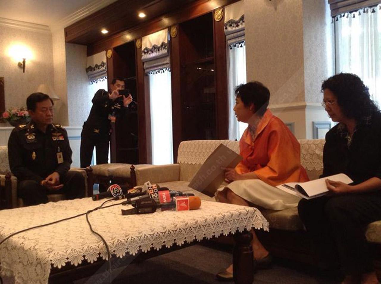 เลขานุการ กองทัพบก มารับหนังสือของ ประธานสภาวิชาชีพกิจการการแพร่ภาพและการกระจายเสียง (ประเทศไทย)