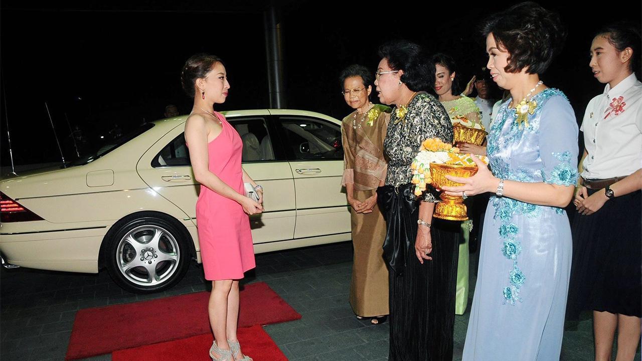 """พระเจ้าหลานเธอ พระองค์เจ้าพัชรกิติยาภา  เสด็จไปทรงเป็นองค์ประธานเปิดงานกาลาดินเนอร์ เนื่องในโอกาสเฉลิมฉลอง """"100 ปี วิทยาลัยพยาบาลสภากาชาดไทย"""" ณ สโมสรทหารบก ถนนวิภาวดีรังสิต เมื่อวันที่ 2 สิงหาคม."""
