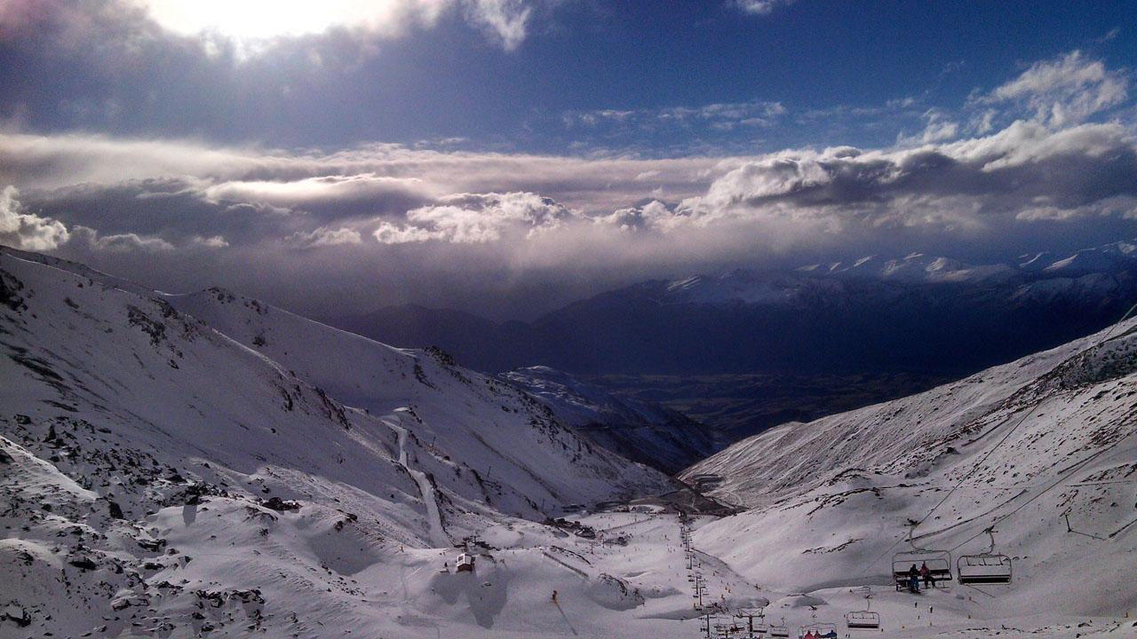 พื้นหิมะจดท้องฟ้า