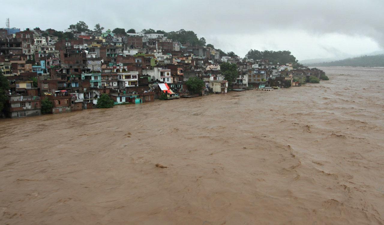 แม่น้ำทาวี ล้นตลิ่ง ท่วมบ้านเรือนประชาชนในแคว้นแคชเมียร์