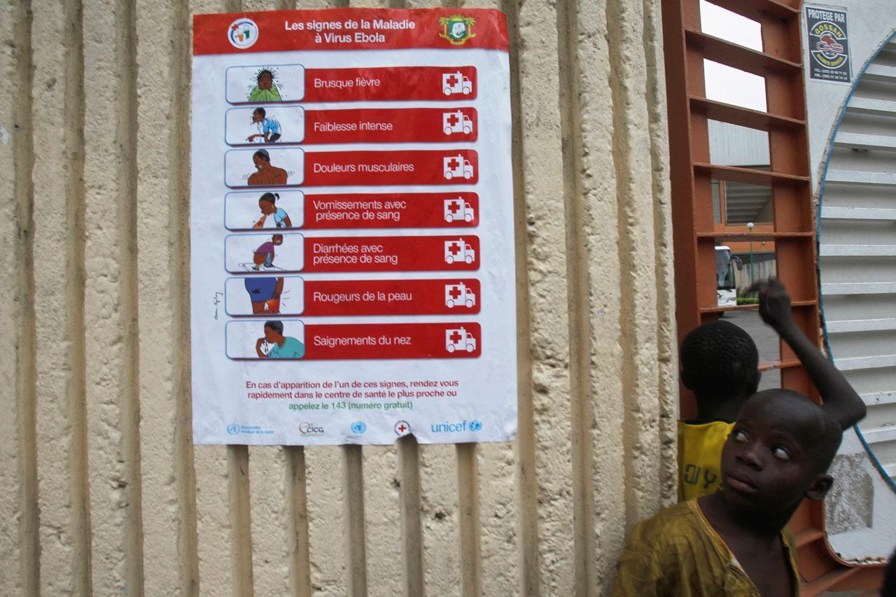 ป้ายให้ความรู้ เกี่ยวกับ อาการป่วยของผู้ติดเชื้ออีโบลา