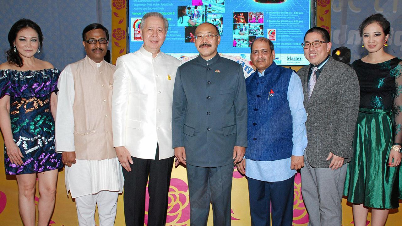 """มหามงคล ฮาร์ช วาร์ดัน ชริงลา ทูตอินเดีย เปิดงาน """"คเณศจตุรถี 2557"""" เทศกาลฉลองวันคล้ายวันประสูติขององค์พระพิฆเนศ จัดถึง 7 ก.ย. โดยมี อิศเรศ จิราธิวัฒน์, ซุชีล กุมาร ซาราฟ, ดร.อาณัฐชัย รัตตกุล และ รุ่งทิพย์ อิศรางกูร ณ อยุธยา มาร่วมงานด้วย ที่เซ็นทรัลเวิลด์ วันก่อน."""