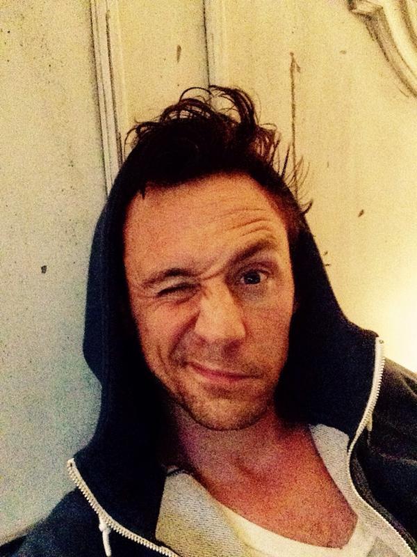 ทอม  ฮินเดอสตัน โพสต์รูปตัวเองหลังตื่นนอน