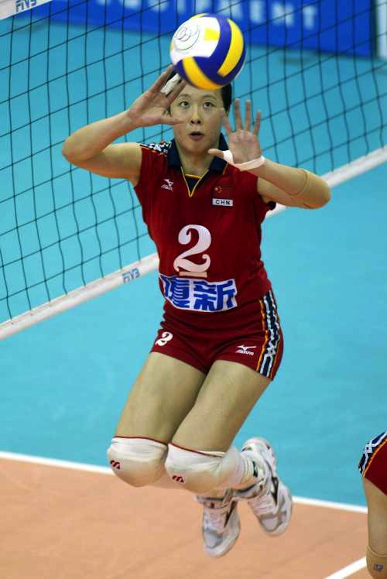 เฟง คุน สมัยยังเป็นมือเซตให้กับทีมชาติจีน