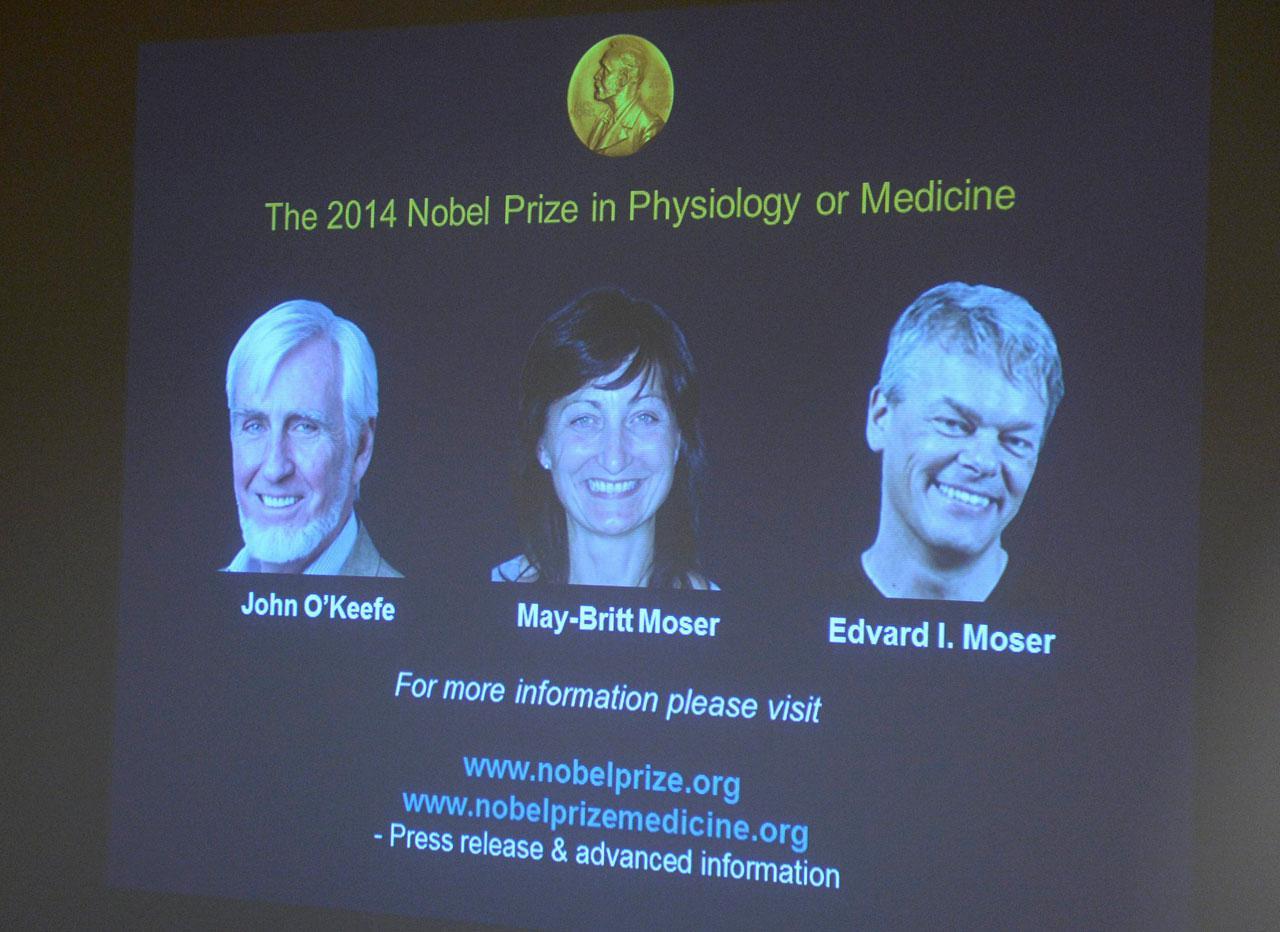 ร่วมครองโนเบลการแพทย์ ศจ.จอห์น โอ'คีฟี(ซ้ายสุด) , เมย์-บริตต์ และเอ็ดเวิร์ด โมเซอร์