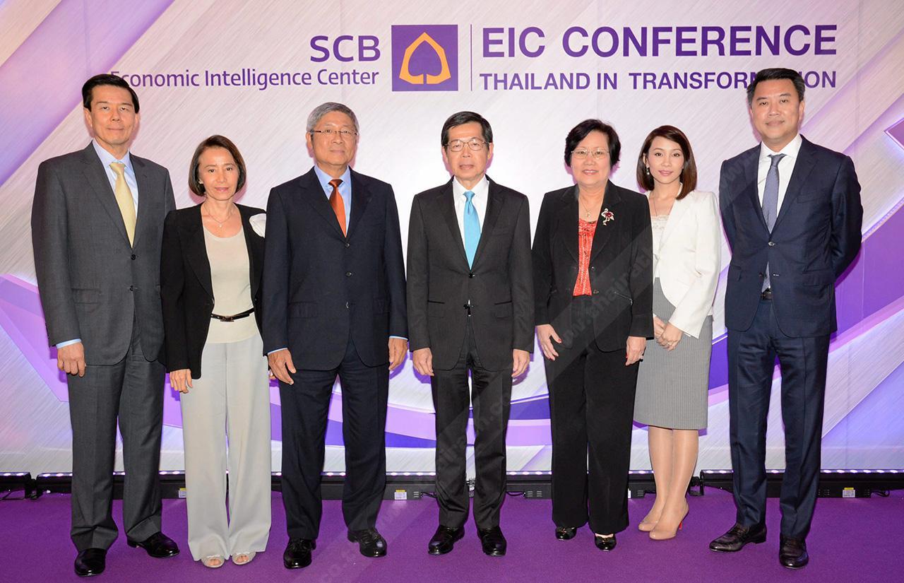 """อีกมุม - ดร.วิชิต สุรพงษ์ชัย จัดสัมมนา """"EIC Conference : Thailand in Transformation"""" เพื่อเสนอมุมมองกระตุ้นเศรษฐกิจหลังปฏิรูปประเทศ โดยมี ดร.ประสาร ไตรรัตน์วรกุล,กรรณิกา ชลิตอาภรณ์ และ ศุภลักษณ์ อัมพุช มาร่วมงานด้วย ที่โรงแรมพลาซ่า แอทธินี วันก่อน."""