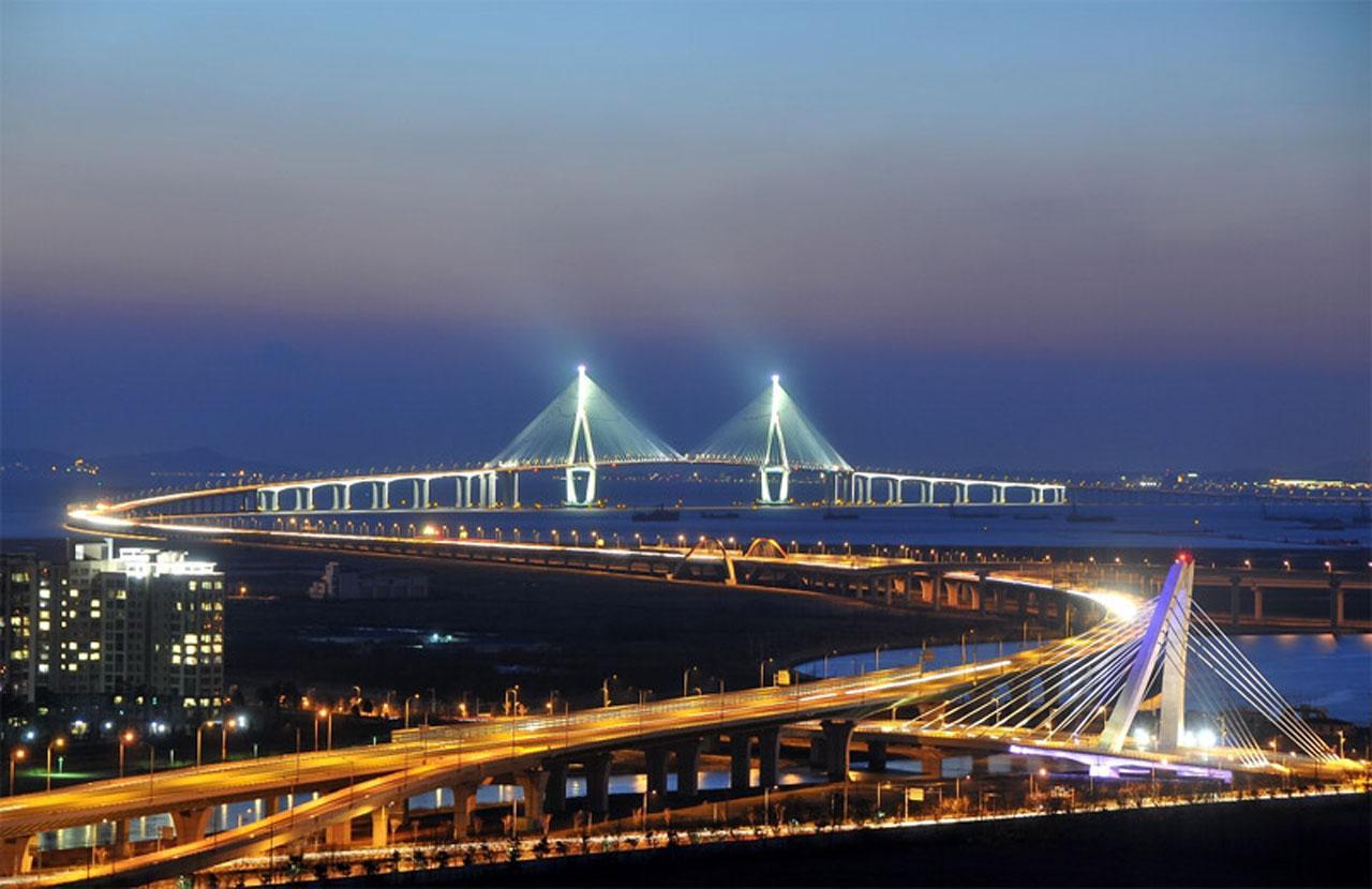 สะพานอินชอนยามค่ำคืน..