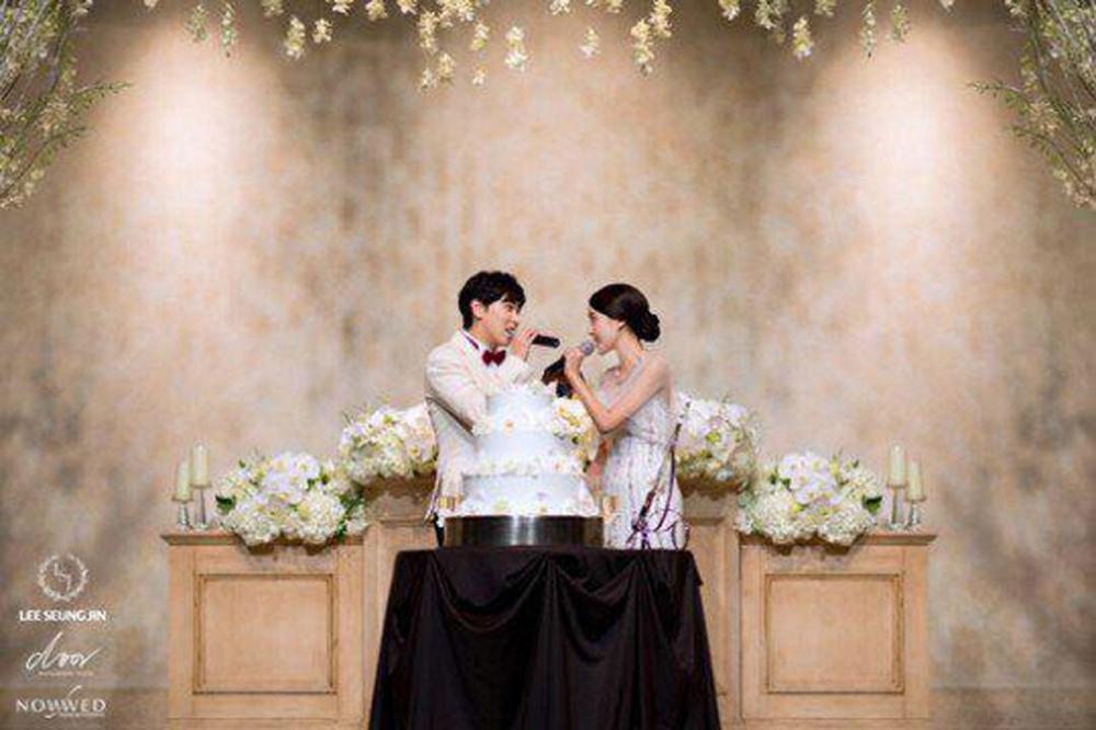 ซองมิน และ คิมซาอึน ร้องเพลงคู่