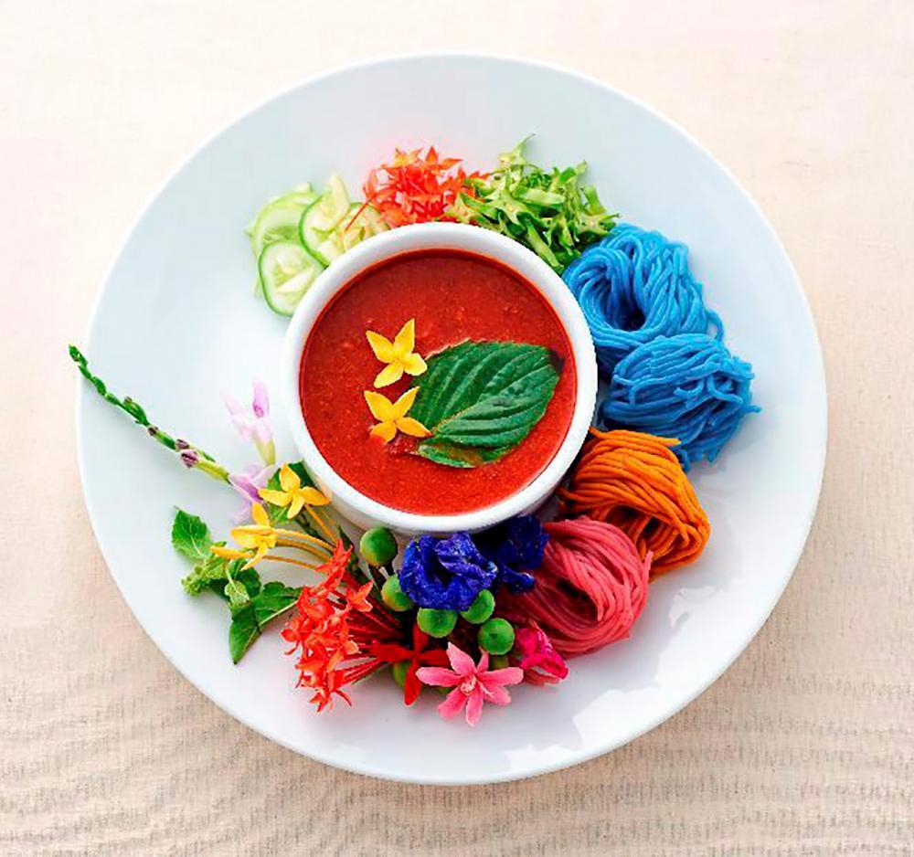 อาหารปรุงแต่งด้วยดอกไม้