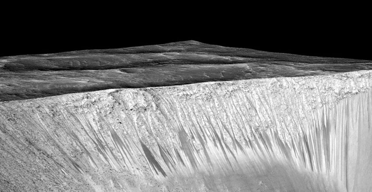 นาซาเผยแพร่ภาพ ลักษณะคล้ายของเหลวไหลบนดาวอังคารในปัจจุบัน