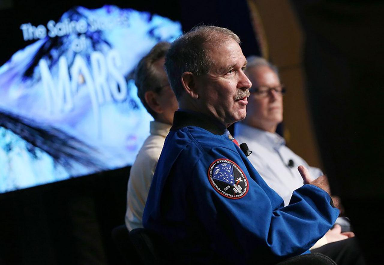 ทีมนักวิทยาศาสตร์ของนาซาในโครงการสำรวจดาวอังคาร