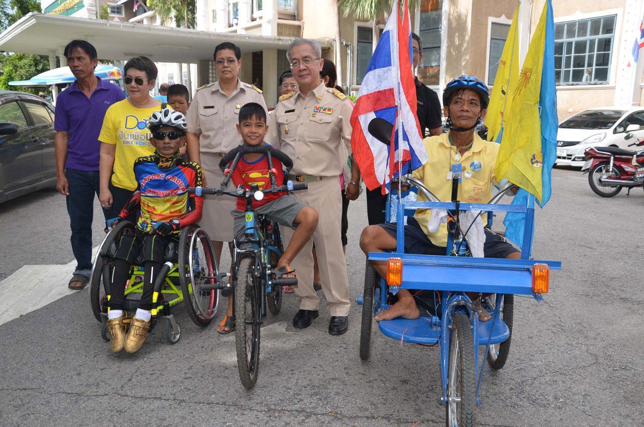 2 ชายพิการ ฮีโร่ของชาวสองแคว เชิญชวนคนไทยร่วม 'ปั่นเพื่อพ่อ'