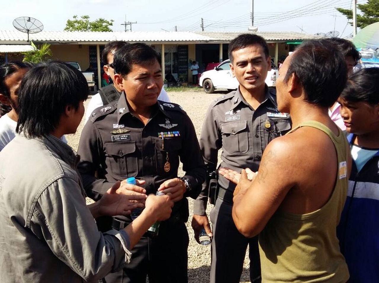ตำรวจเข้าเจรจา พร้อมดูแลความเรียบร้อยในพื้นที่ชุมนุม