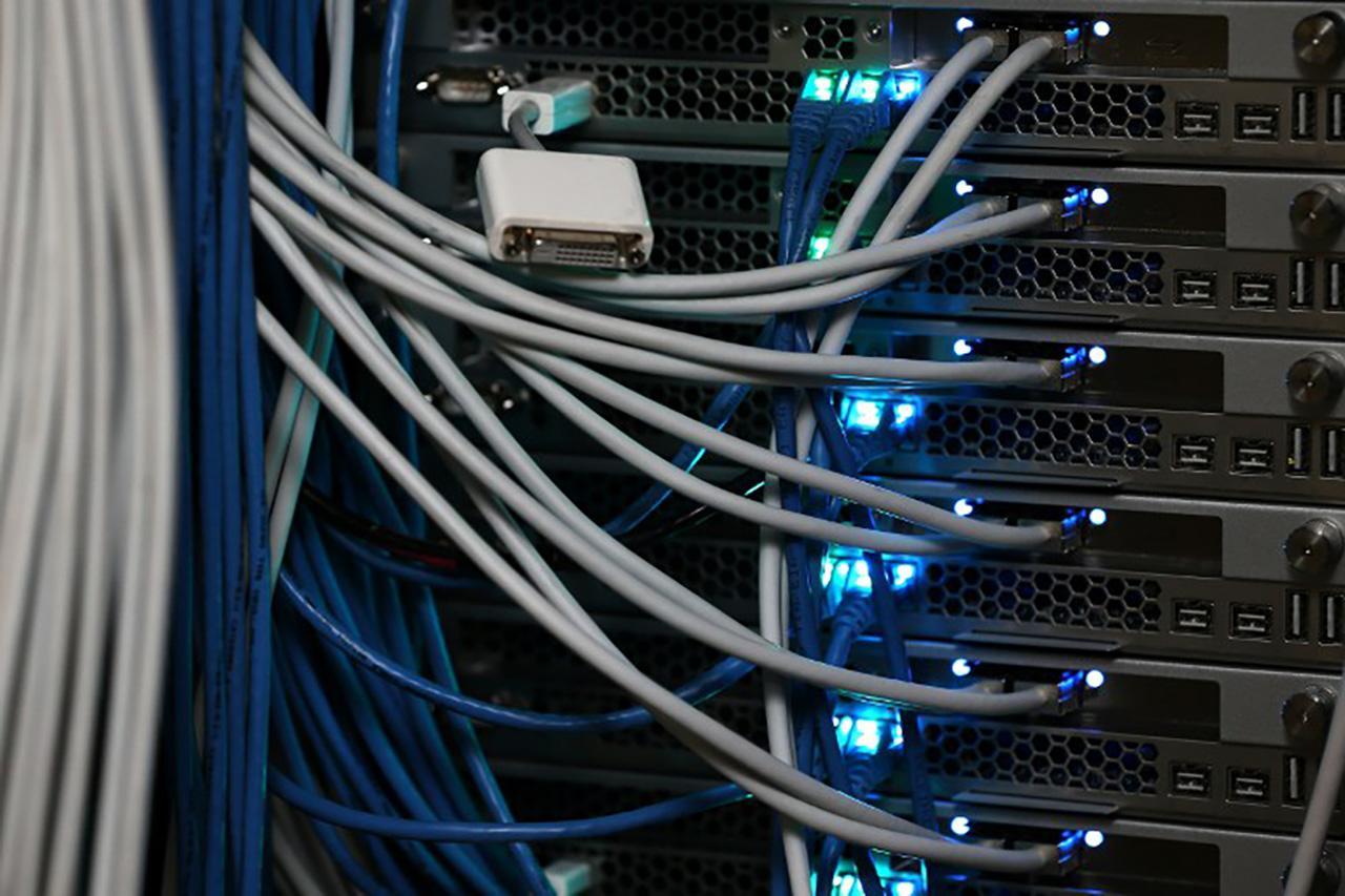 DDos เป็นการทดสอบความแข็งแรงของเว็บไซต์ว่า ถ้ามีคนเข้าเว็บจำนวนมากในเวลาเดียวกัน เว็บจะสามารถอยู่รอดได้หรือไม่