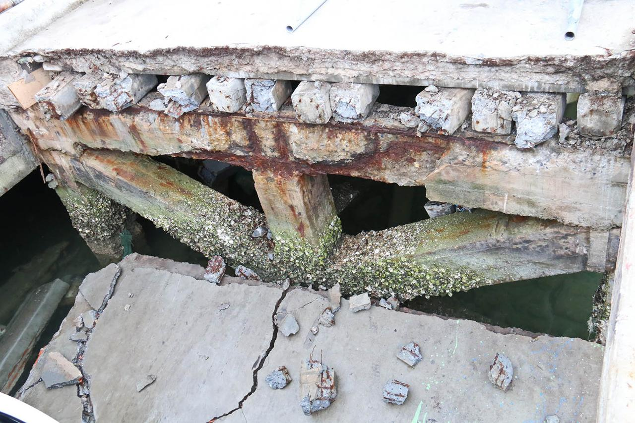 สะพานท่าเทียบเรือบางเสร่ทรุด