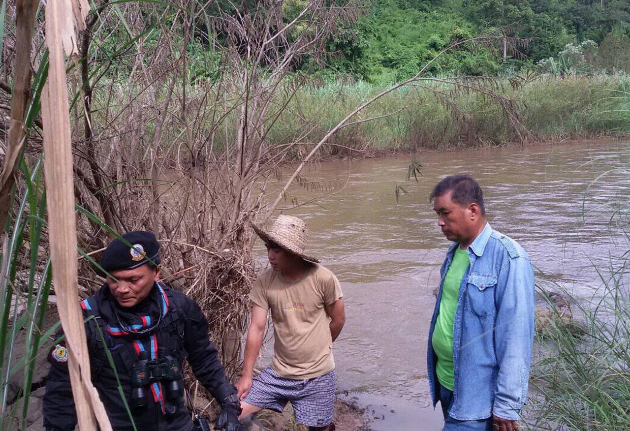 หน่วยล่าจระเข้ ลำตัวยาว 2 เมตร ขึ้นฝั่งแม่น้ำยวม  แม่สะเรียง จ.แม่ฮ่องสอน หลังมีชาวบ้านพบเห็น