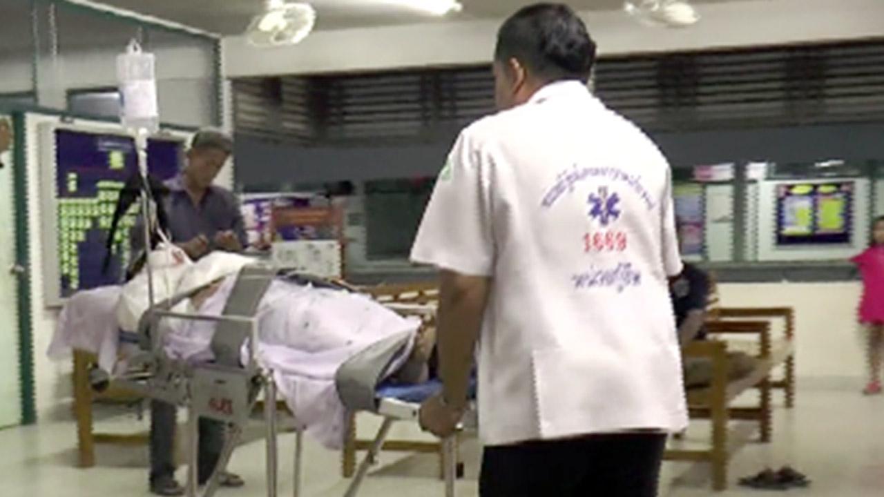 เจ้าหน้าที่เร่งนำตัวผู้บาดเจ็บส่งโรงพยาบาล เพื่อทำการรักษา