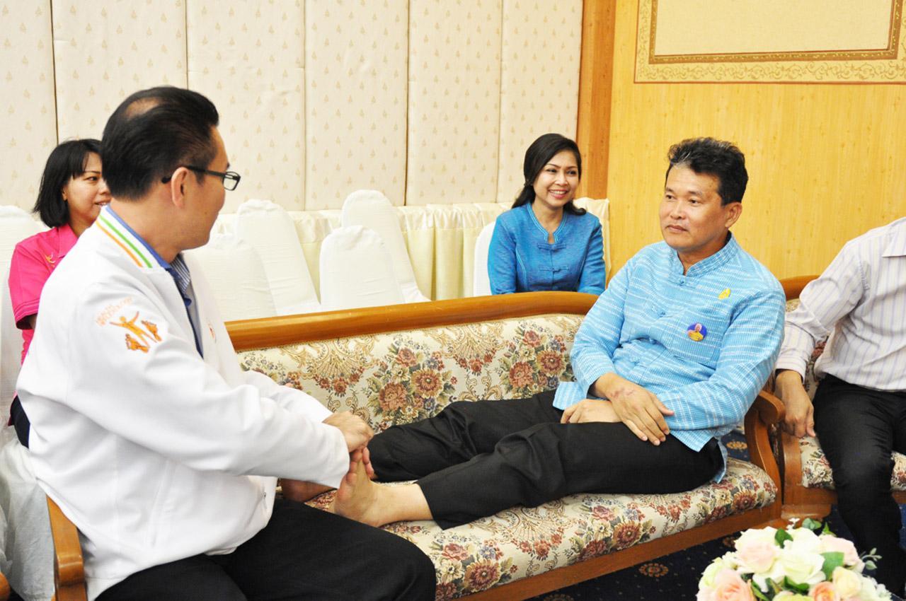 แพทย์ทางเลือก การนวดกดจุดสะท้อนเท้า