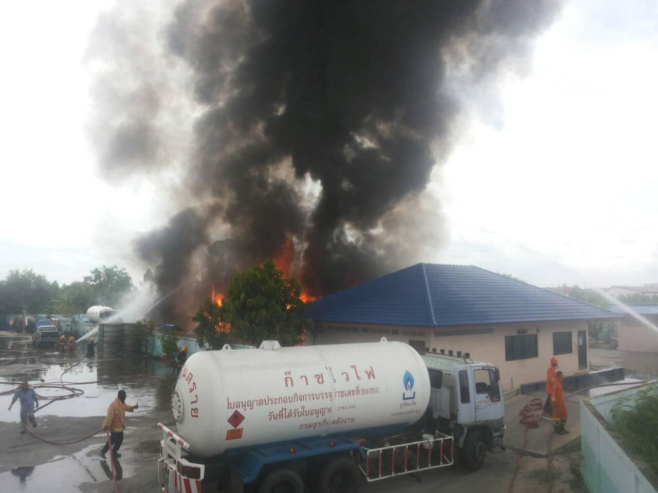ไฟไหม้โรงงานบรรจุแก๊ส LPG ย่านหทัยราษฎร์ ปทุมธานี แถมมีเสียงระเบิดสนั่น