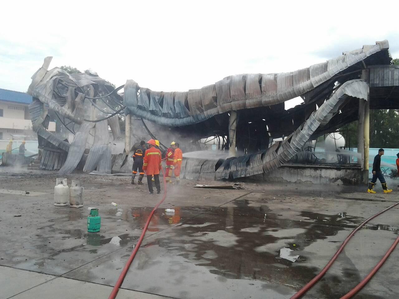 สภาพ โรงงานบรรจุแก๊ส LPG ย่านหทัยราษฎร์ หลังเพลิงไหม้ มีผู้บาดเจ็บสาหัส 1 ราย