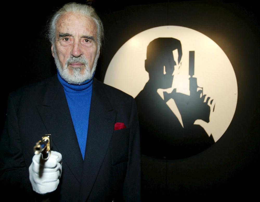 เซอร์ คริสโตเฟอร์ ลี เคยรับบทวายร้ายใน 007 เพชฌฆาตปืนทอง (ภาพ: REUTERS)
