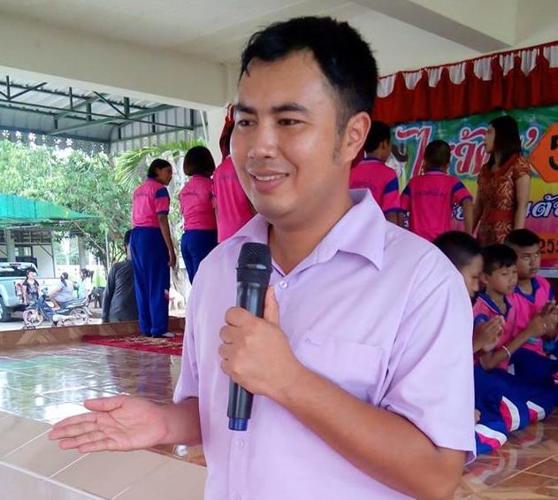 ครูเจษฎาภรณ์ แสงสุวรรณ์ ครูภาษาไทย แห่งโรงเรียนบ้านต้นไทร