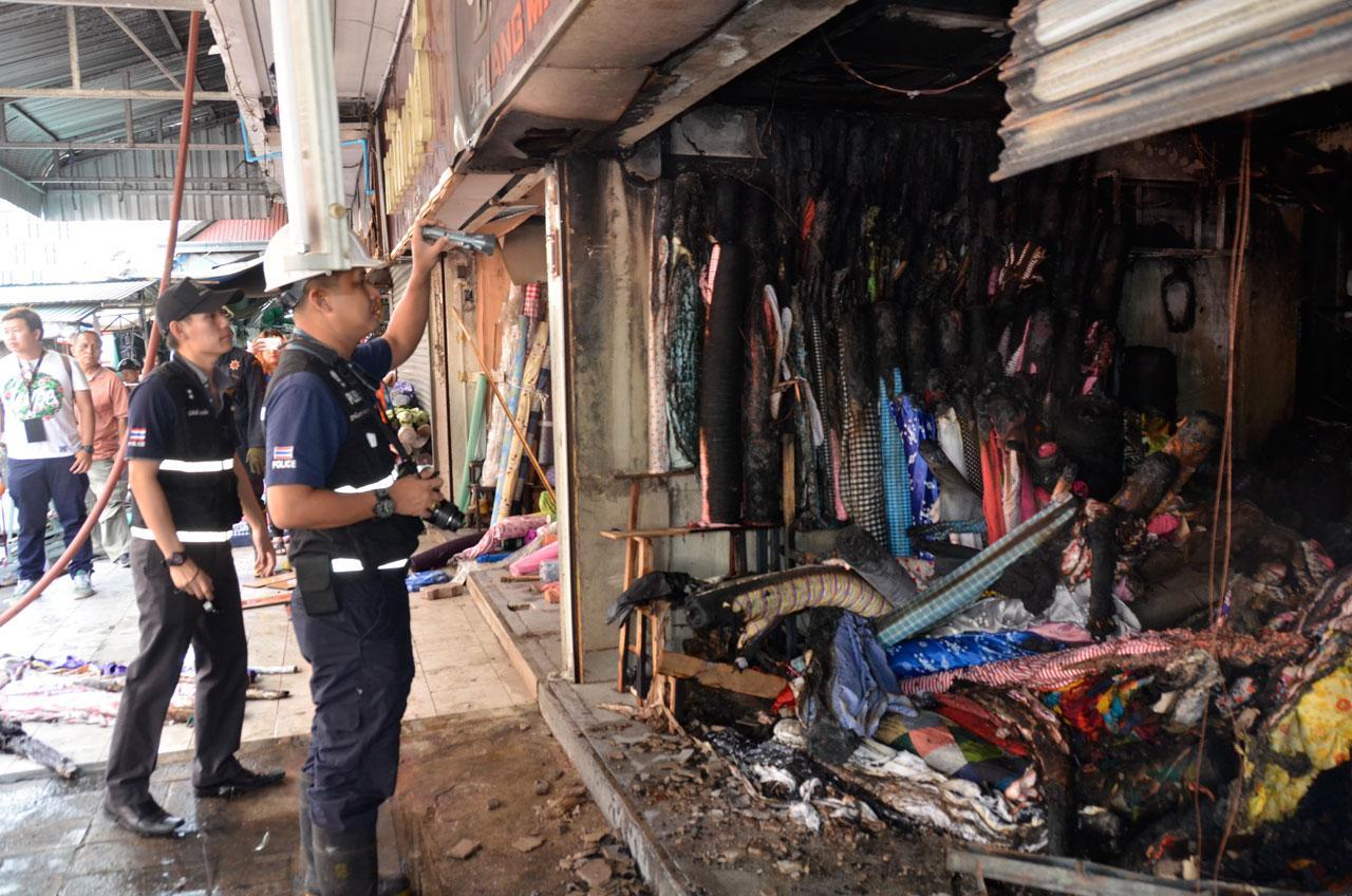 จนท.รุดตรวจร้านผ้าจุดเกิดเหตุเพลิงไหม้ ตลาดวโรรส เชียงใหม่
