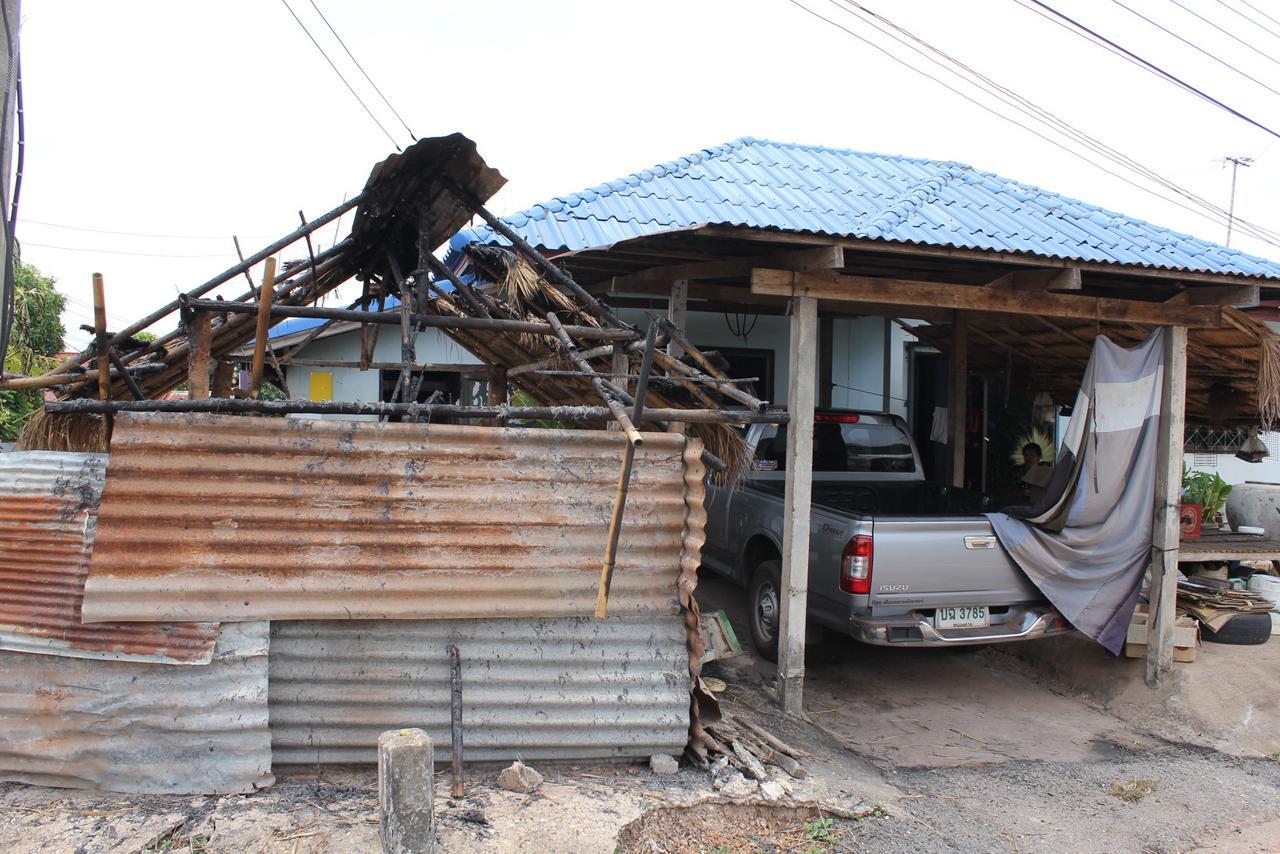 เพิงพักของชาวบ้าน ถูกเผาได้รับความเสียหาย