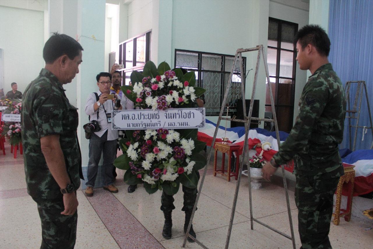 พิธีรดน้ำศพ 4 นายทหาร ที่ถูกลอบยิงเสียชีวิตที่ยะลา