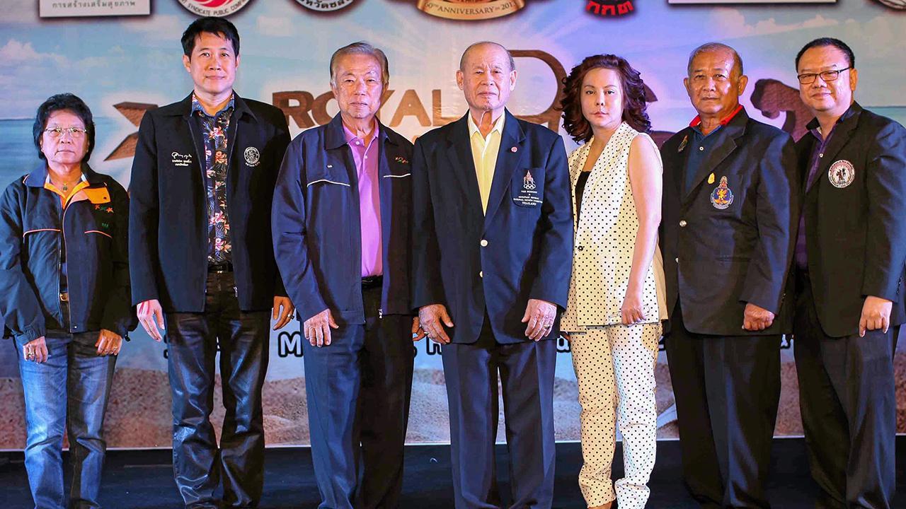 """หานักกล้าม พล.ต.จารึก อารีราชการัณย์ เปิด """"อาร์จีพี มัสเซิล แอนด์ ฟิคสิคเคิล คอนเทสต์ 2015"""" การประกวดนักเพาะกายงามแห่งประเทศไทย โดยมี พล.ท.วินิต ศรฤทธิ์ชิงชัย, บรรจง บรรฑูรประยุกต์ และ ลลิตา วิมลพันธุ์ มาร่วมงานด้วย ที่ศูนย์การค้ารอยัล การ์เด้น พลาซ่า พัทยา วันก่อน."""