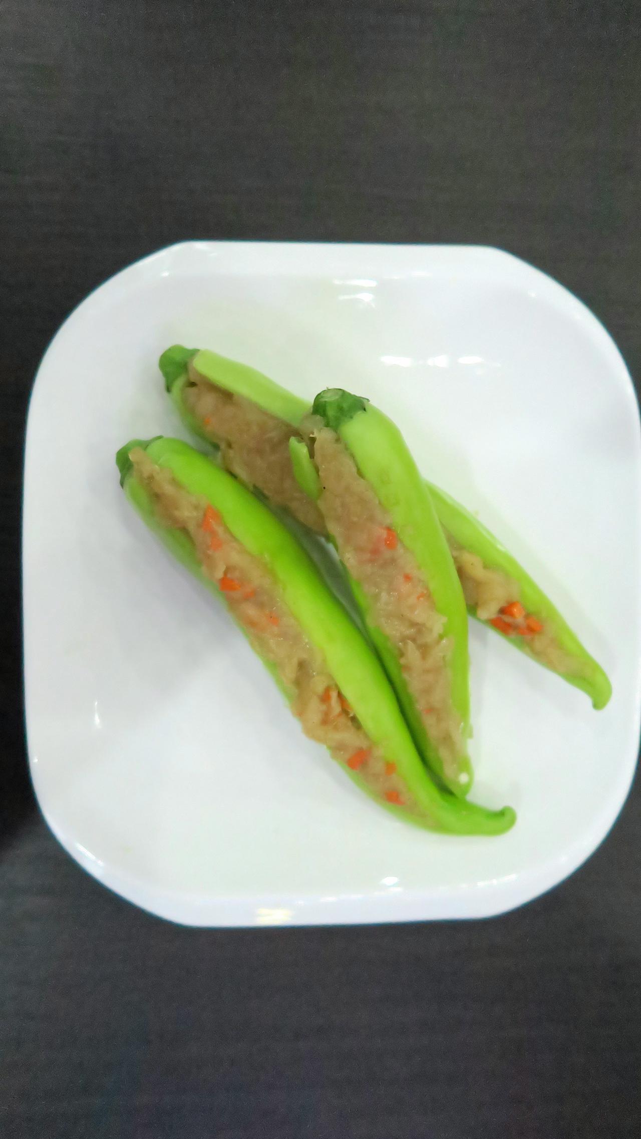 ยัดไส้ใส่พริกหยวกให้เต็มเม็ด