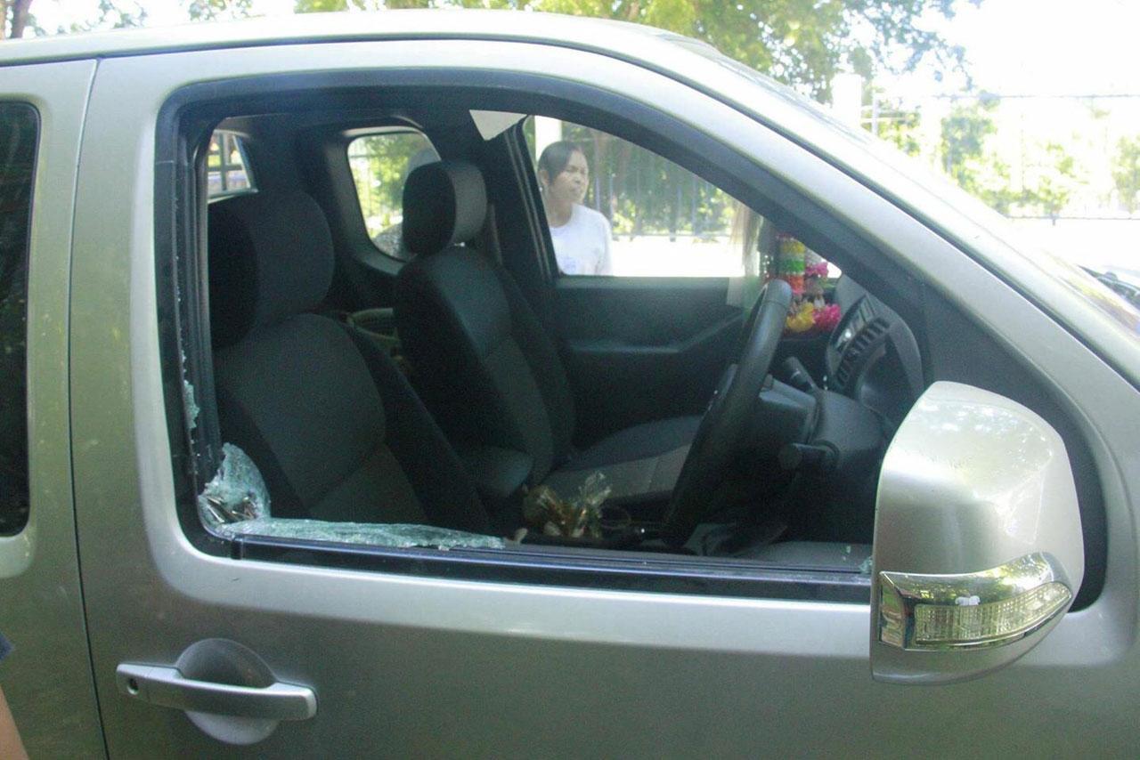 คนร้าย ทุบกระจกรถทหารเรือ หน้าสำนักสงฆ์เมืองสัตหีบ ก่อนฉกปืน 1 กระบอก ทองคำรวมมูลค่ากว่า 2 แสน