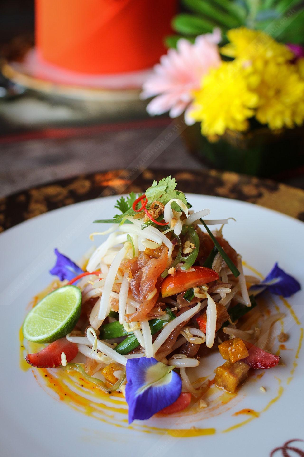 ผัดไทยทูน่า