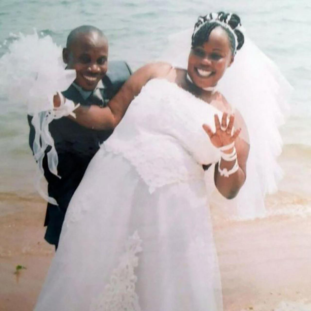 ภาพเมื่อครั้งนายบาเลกาแต่งงานกับนางโนเอลา (ภาพ: BBC News)