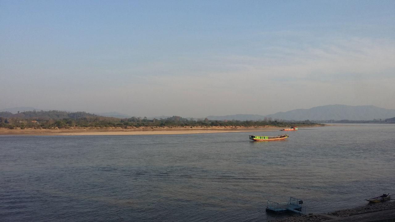 ระดับแม่น้ำโขงอยู่ที่ 2.64 เมตร ทำให้เกิดสันดอนทรายกลางแม่น้ำ