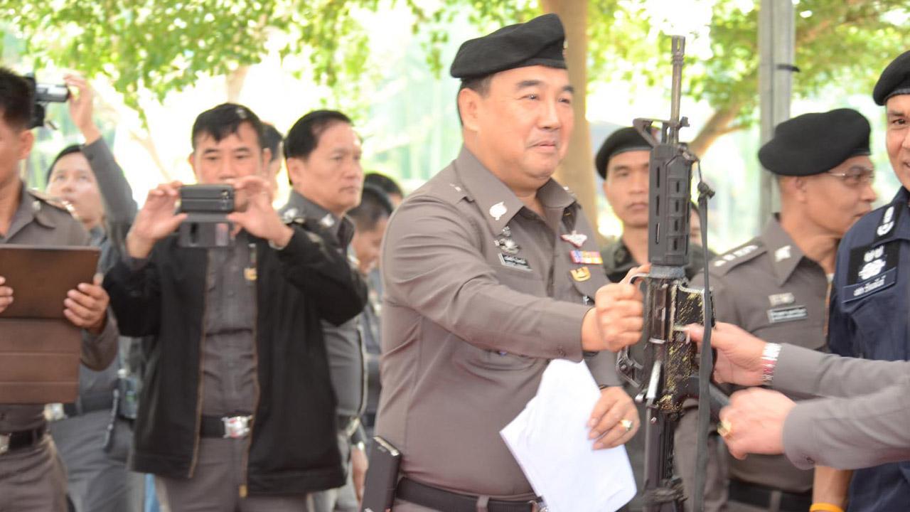 อาวุธปืนของกลางที่เจ้าหน้าที่ตรวจยึดได้
