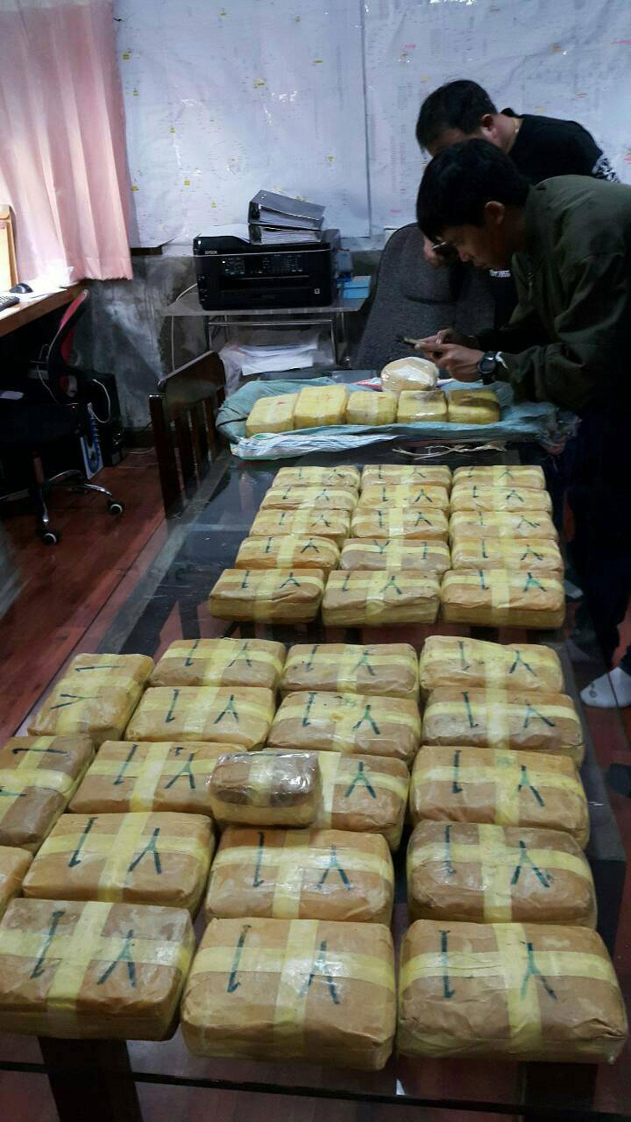 ยาบ้าของกลาง 125 มัด มัดละ 2,000 เม็ด รวม 250,000 เม็ด