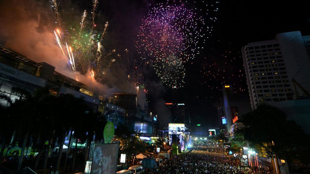 ส่งความสุขให้คนไทย คนแน่นแทบไม่มีที่ยืน เซ็นทรัลเวิลด์ แยกราชประสงค์