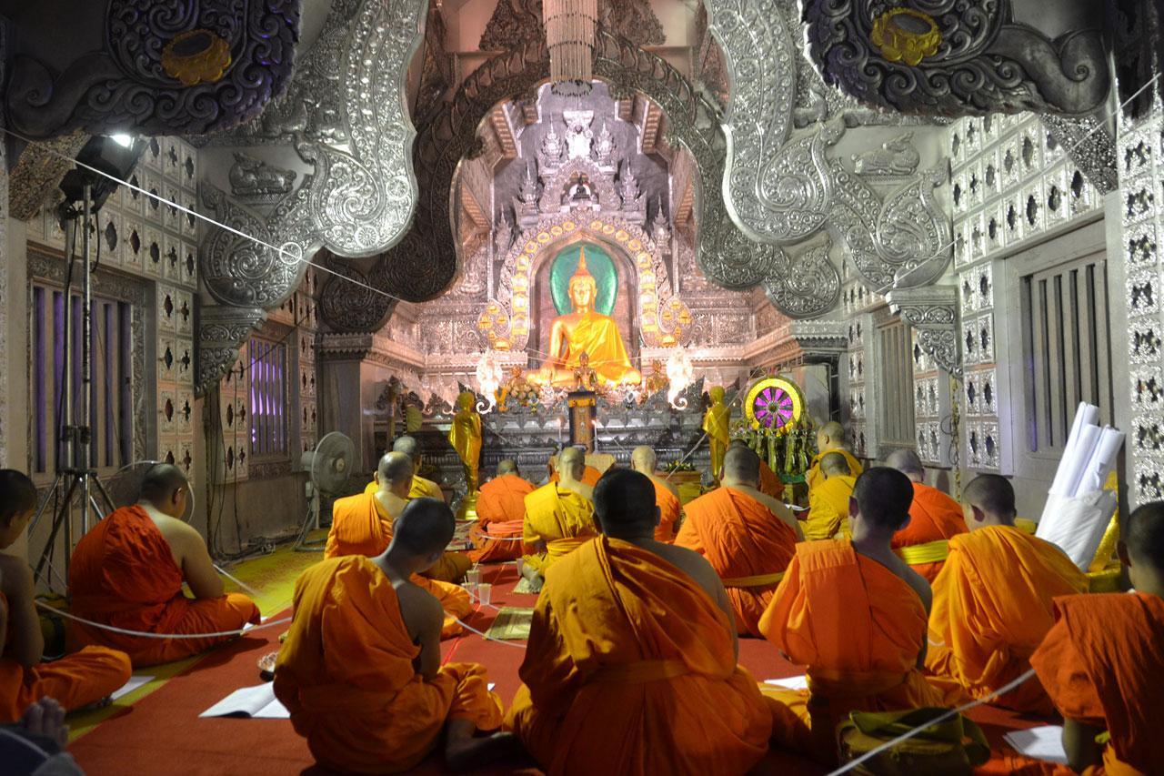 พระสงฆ์ร่วมสวดมนต์ข้ามปี เพื่อความเป็นสิริมงคลของประเทศไทยด้วย