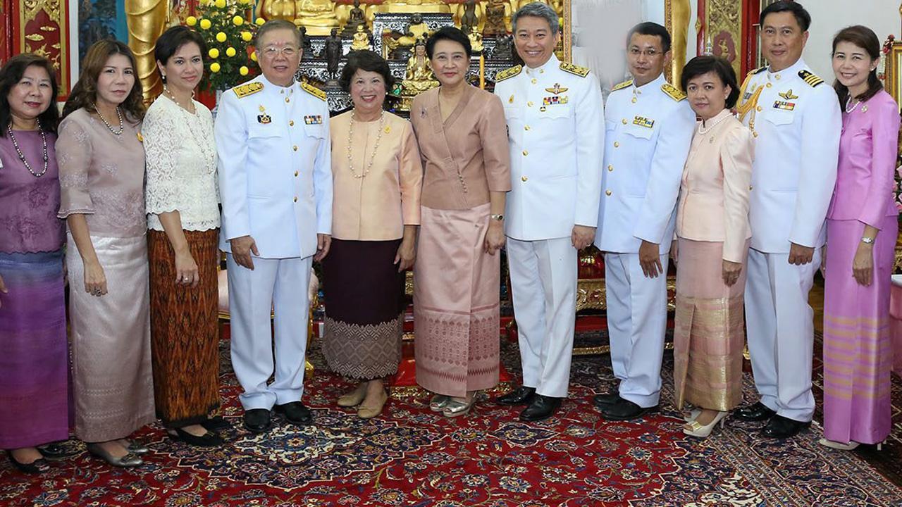 กฐินพระราชทาน ชัยสิริ อนะมาน ที่ปรึกษา รมว.ต่างประเทศ เป็นประธานในพิธีถวายผ้าพระกฐินพระราชทาน ณ วัดอานันทเมตยาราม สิงคโปร์ มีบรรสาร บุนนาค ออท. ณ สิงคโปร์ ร่วมพิธีด้วย.