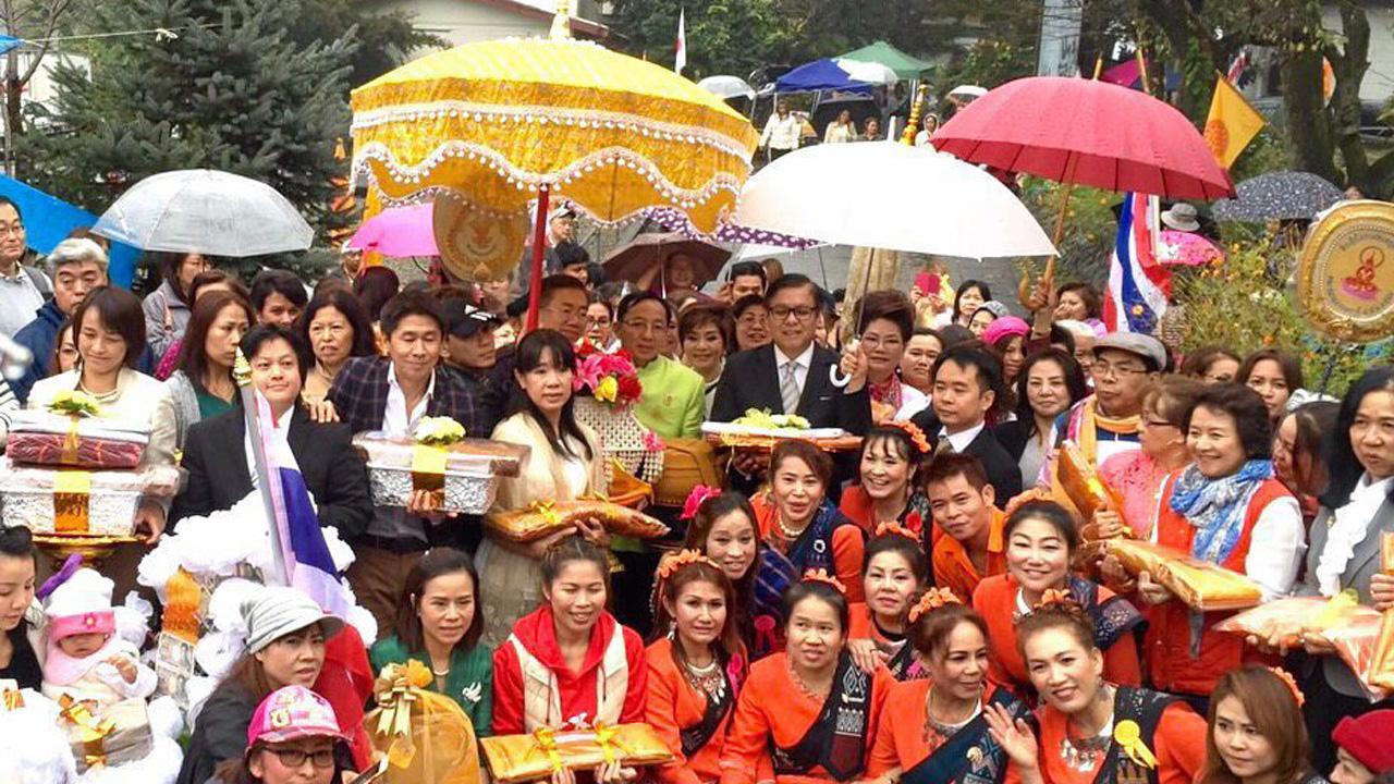 กฐินสามัคคี สีหศักดิ์ พวงเกตุแก้ว ออท. ณ กรุงโตเกียว ประเทศญี่ปุ่น ไปเป็นประธานในงานทอดกฐินสามัคคีที่วัดป่าพุทธรังษี โตเกียว นำปัจจัยบูรณะวัดที่ถูกเพลิงไหม้ มีข้าราชการและชาวไทยไปร่วมทำบุญกันจำนวนมาก.