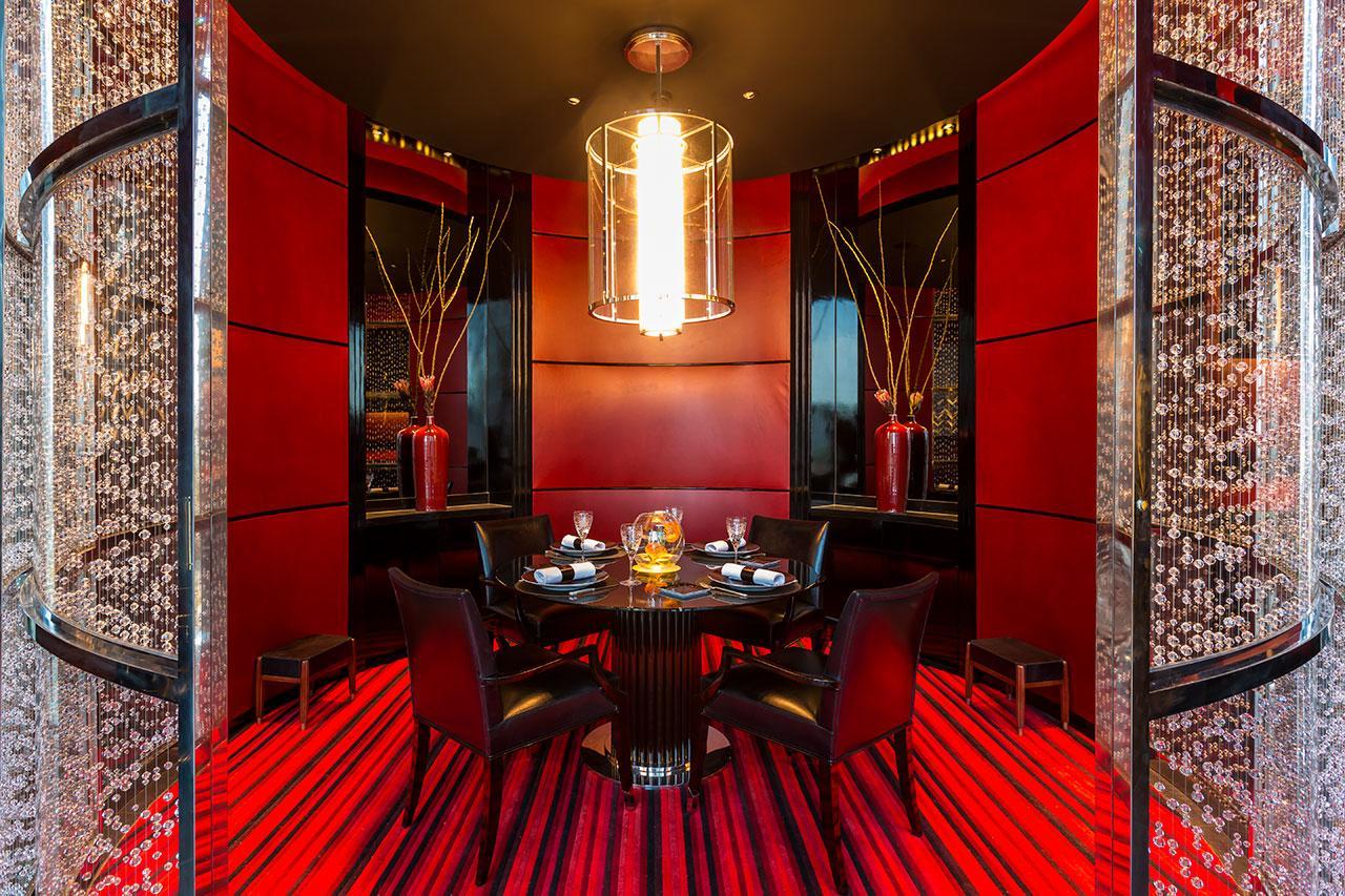 หรือจะนั่งทานในห้อง Crystal room แบบส่วนตัวก็ได้