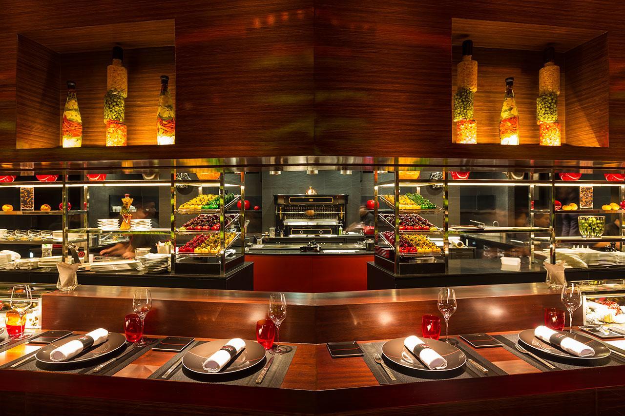 ที่นี่เป็นครัวเปิดให้คุณได้สัมผัสกับเซฟ และเห็นสเต็ปการทำอาหารอย่างใกล้ชิด
