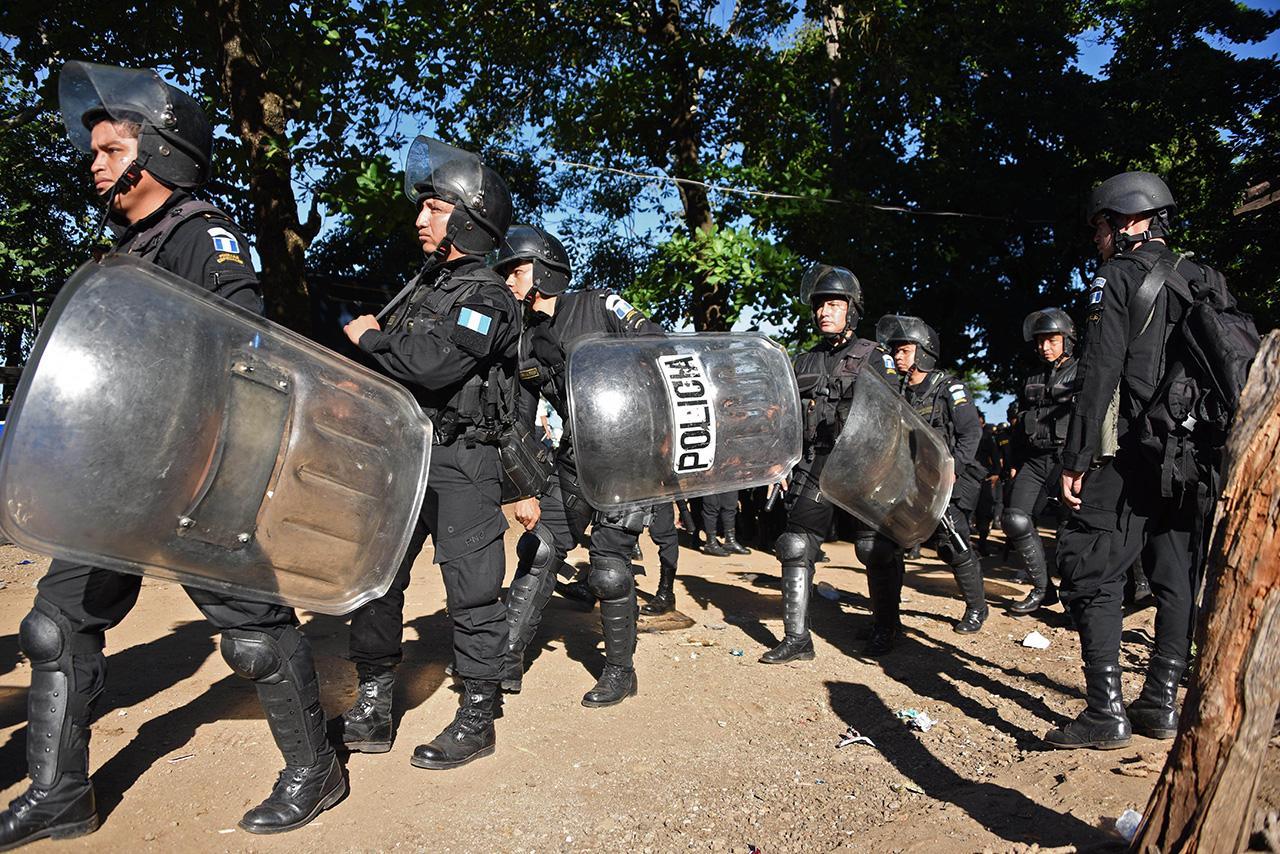 เจ้าหน้าที่ความมั่นคงจำนวนมากถูกส่งมาควบคุมสถานการณ์ที่เรือนจำกานาดา (ภาพ: AFP)