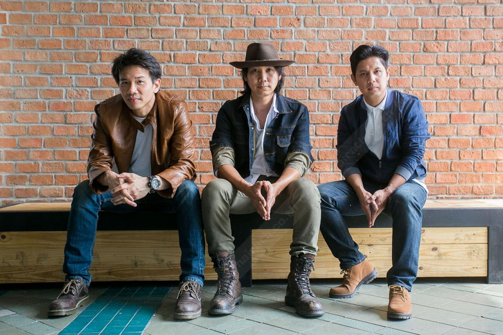 พอสเริ่มต้นจาก 4 หนุ่มที่มีใจรักในการเล่นดนตรีมารวมตัวกัน