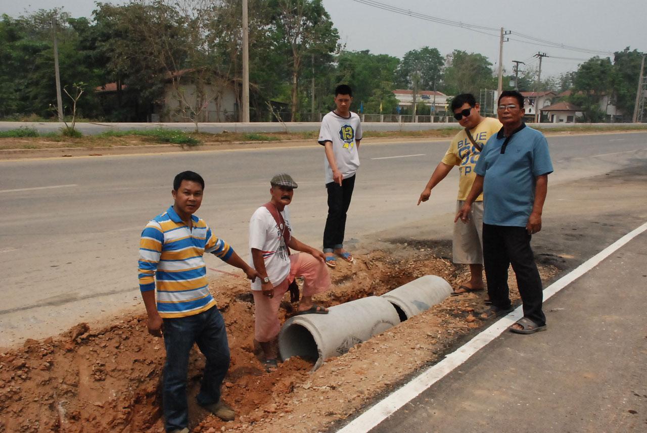 ชาวบ้านชี้ร้องน้ำที่คั่นกลงระหว่าง ไบค์เลนและถนนบายพาส