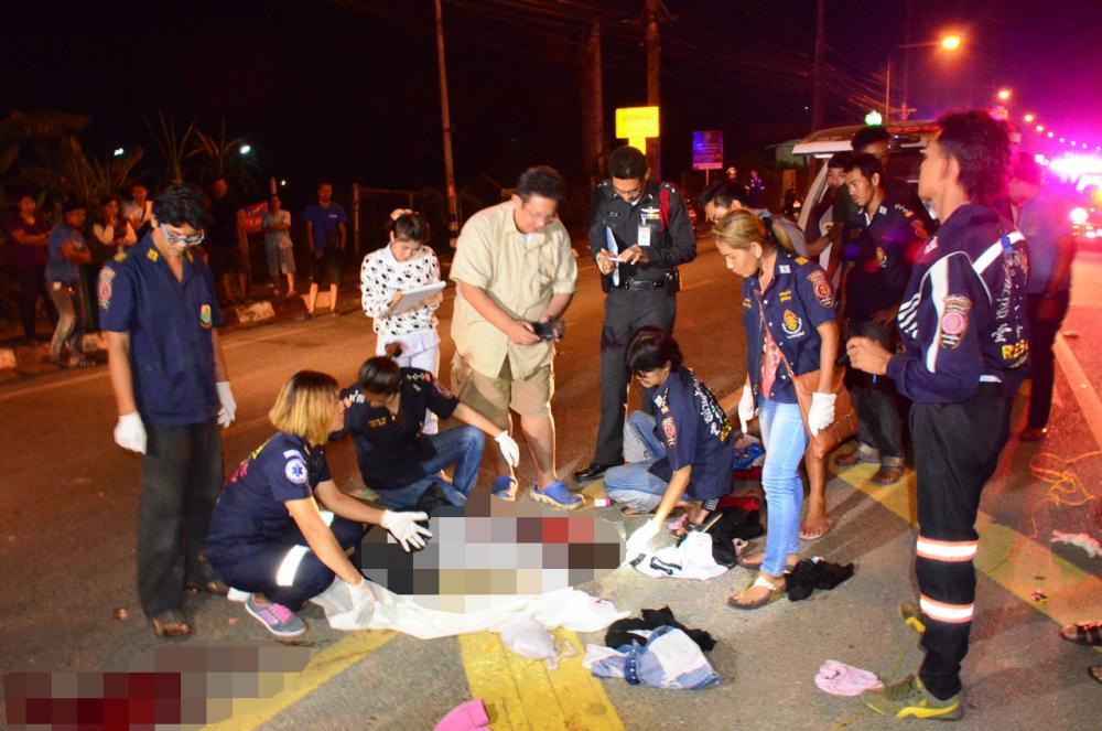 อุบัติเหตุจักรยานยนต์ ชนกับชนเสาปูนป้ายบอกสัญญาณจราจรข้างทาง คาดว่าคนขี่อาจมีอาการวูบหลับใน